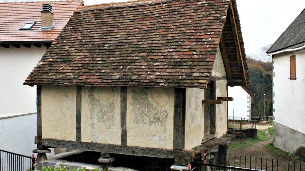 Hórreo de Casa Larrañeta, Orbaizeta :: Descubre Navarra, Turismo en Navarra