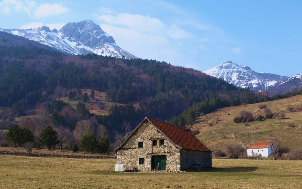 Valle de belagua roncal descubre navarra turismo en - Casa en el pirineo ...