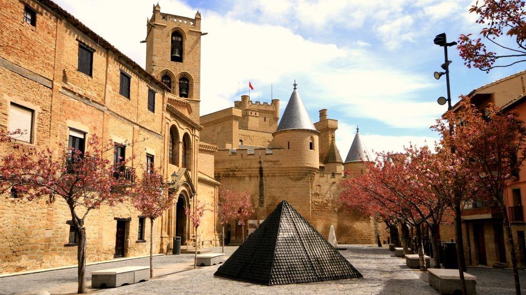 Plaza de Carlos III el Noble 414c4c61750