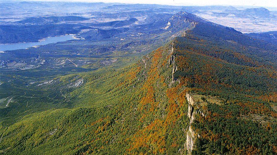 Vista aérea de la sierra de Leyre :: Descubre Navarra, Turismo en Navarra