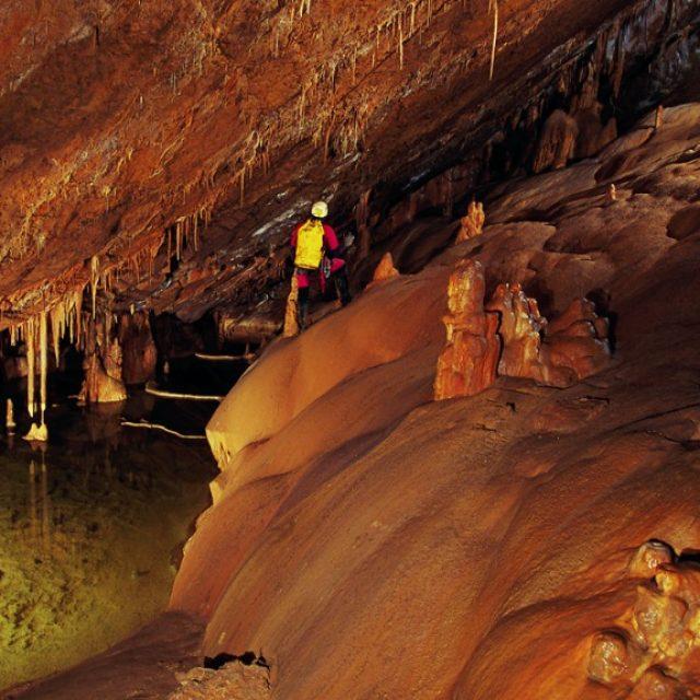 La Cueva de Mendukilo, Astitz